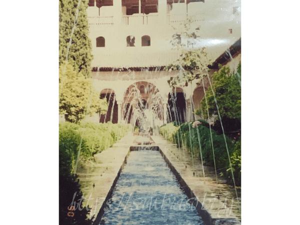 スペイン ヘネラリフェ離宮のアセキアの中庭